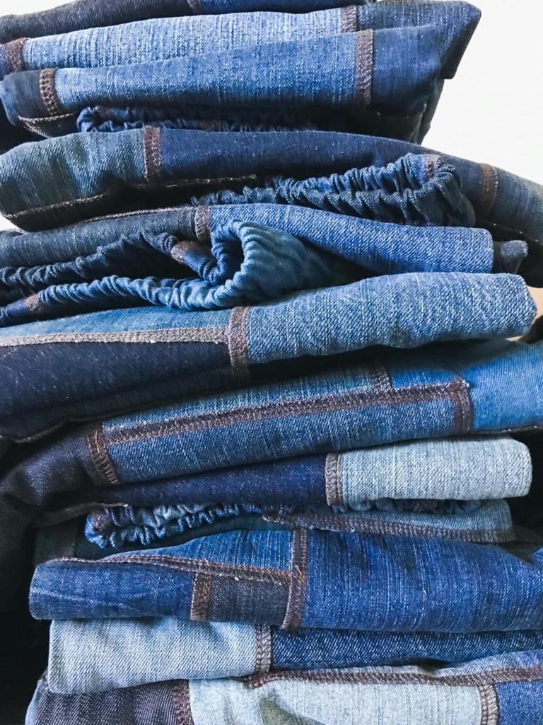 Kuvassa Piece of Jeans -farkuille ominainen tilkkukangas
